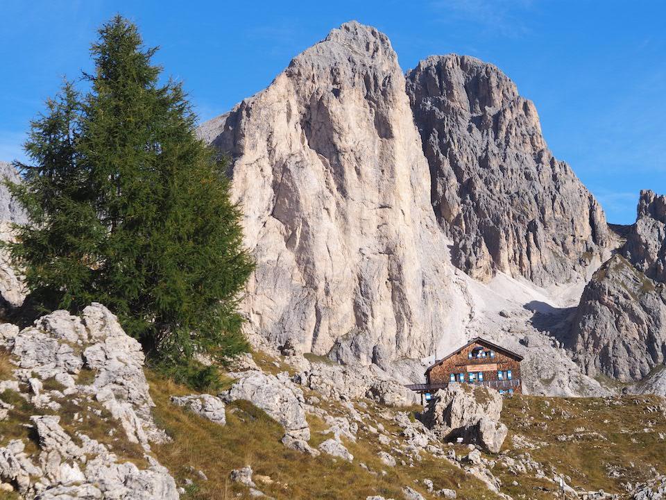 Vakantie naar Zuid Tirol, Dolomieten in de zomer - Rosengartengruppe -  Rifugio Roda Di Vaèl