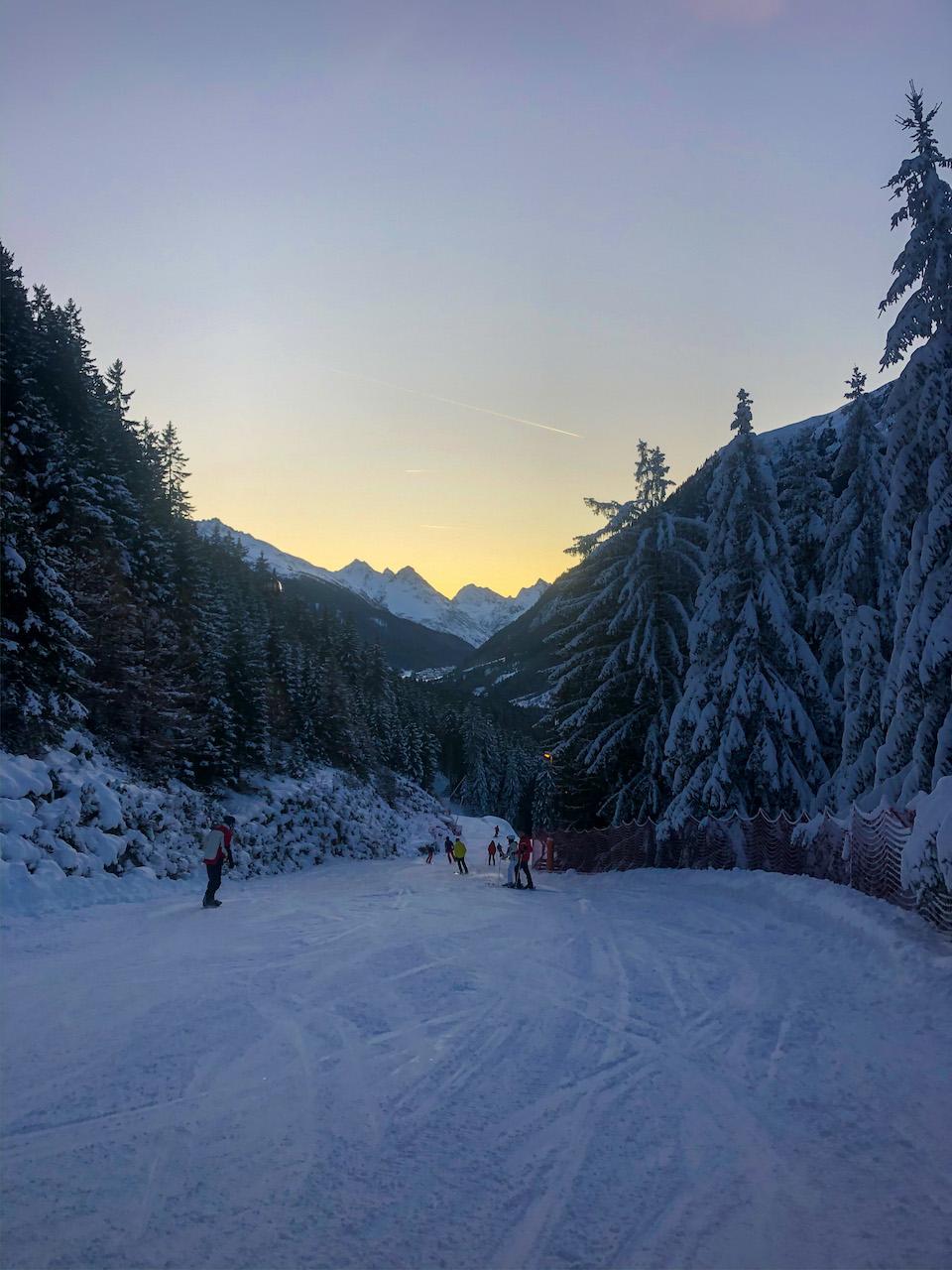 Ischgl ski - wintersport tips - Samnaun - skimap Ischgl - Schhmugglerrunden/ Smuggler's circuits - dalafdaling vanaf apres-ski naar dorp Ischgl
