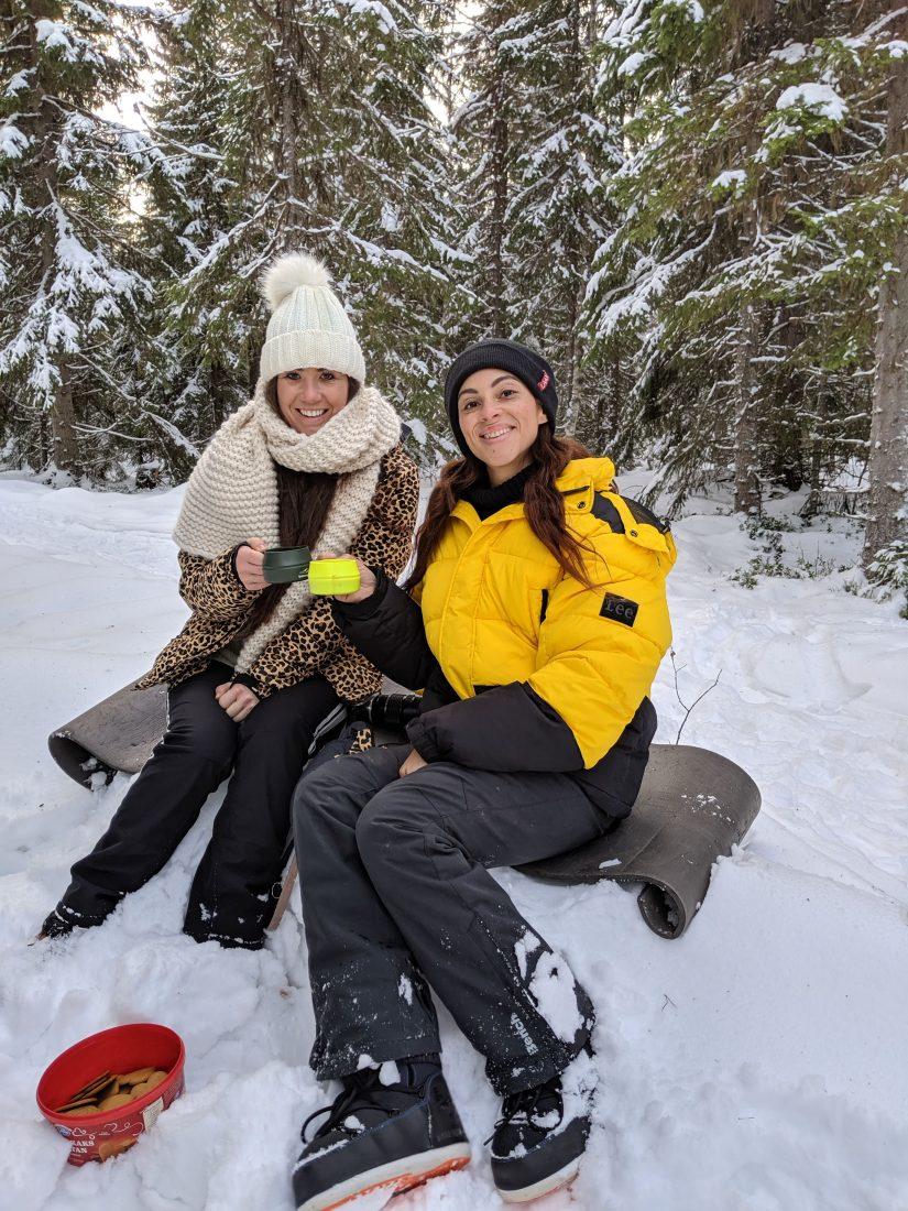 8x doen en winter tips voor Åre en Östersund in Jämtland Zweden.   Chloe Sterk Amandine Hach Rudolf and Ullis in Kluk wandelen met rendieren in zweden