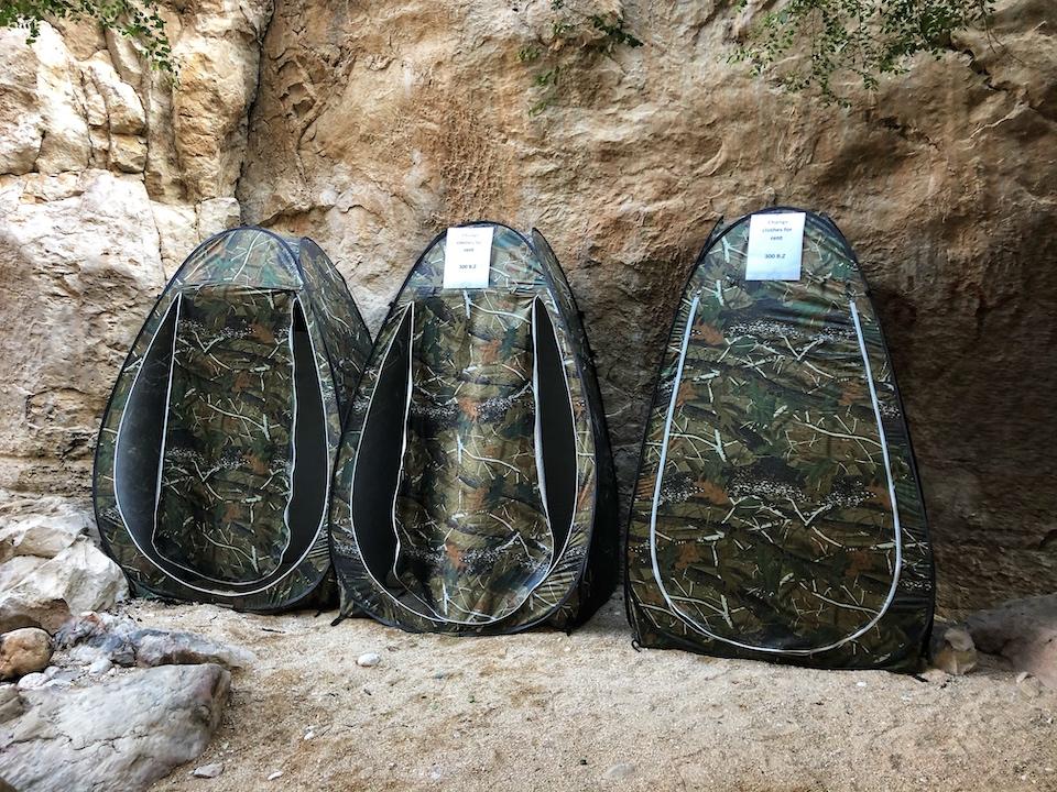 Kun je je omkleden bij Wadi Bani Khalid - de bezienswaardigheden en beste reisroute voor 9 dagen.