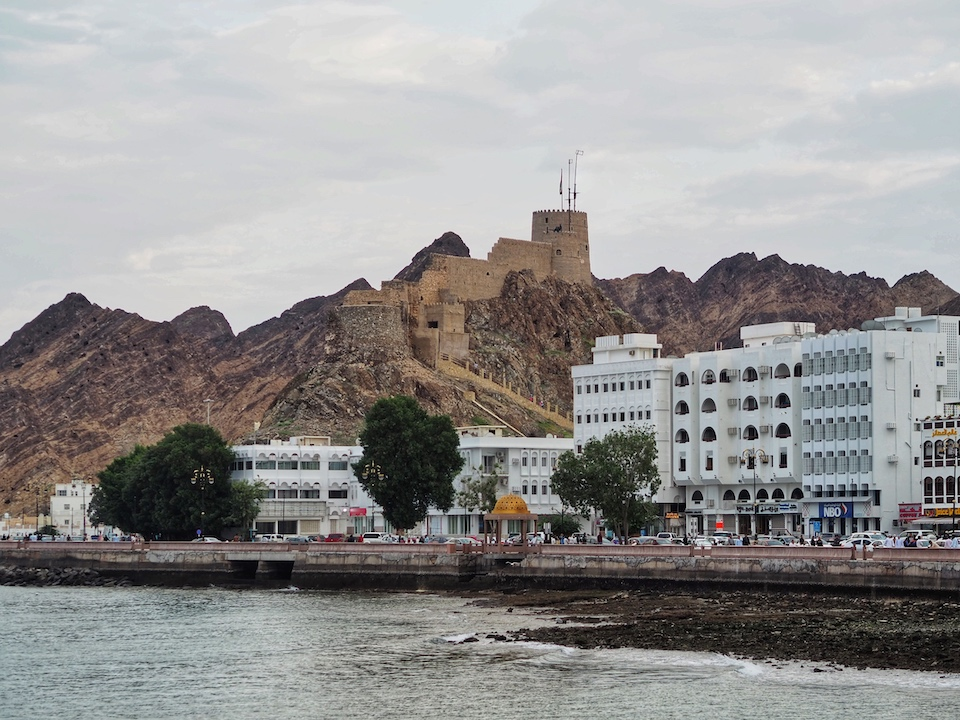 kaart rondreis Oman - de bezienswaardigheden en beste reisroute voor 9 dagen. Muscat
