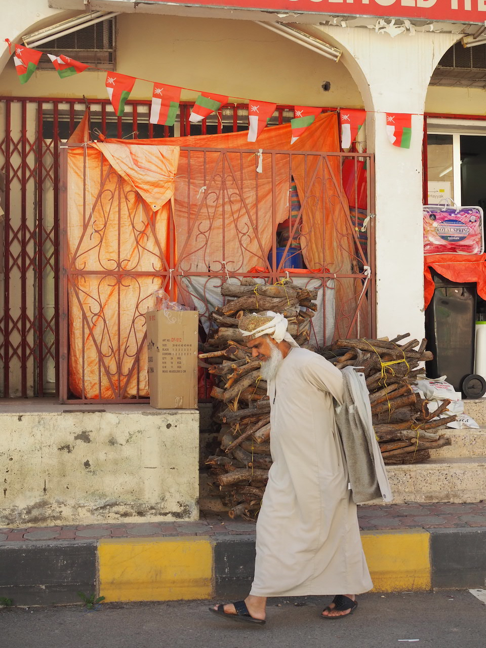 Al Hamra - De woestijn van Oman, Wahiba Sands - de bezienswaardigheden en beste reisroute voor 9 dagen.