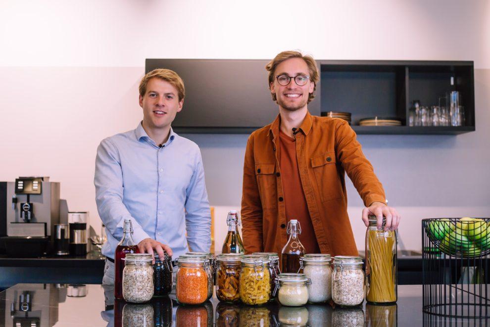 Jouri Schoemaker en Martijn Bijmolt eigenaren Pieter Pot - verpakkingsvrij boodschappen