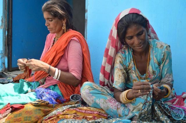 De vrouwen die tassen maken - Jaira Sona Chin - The Blue House Project
