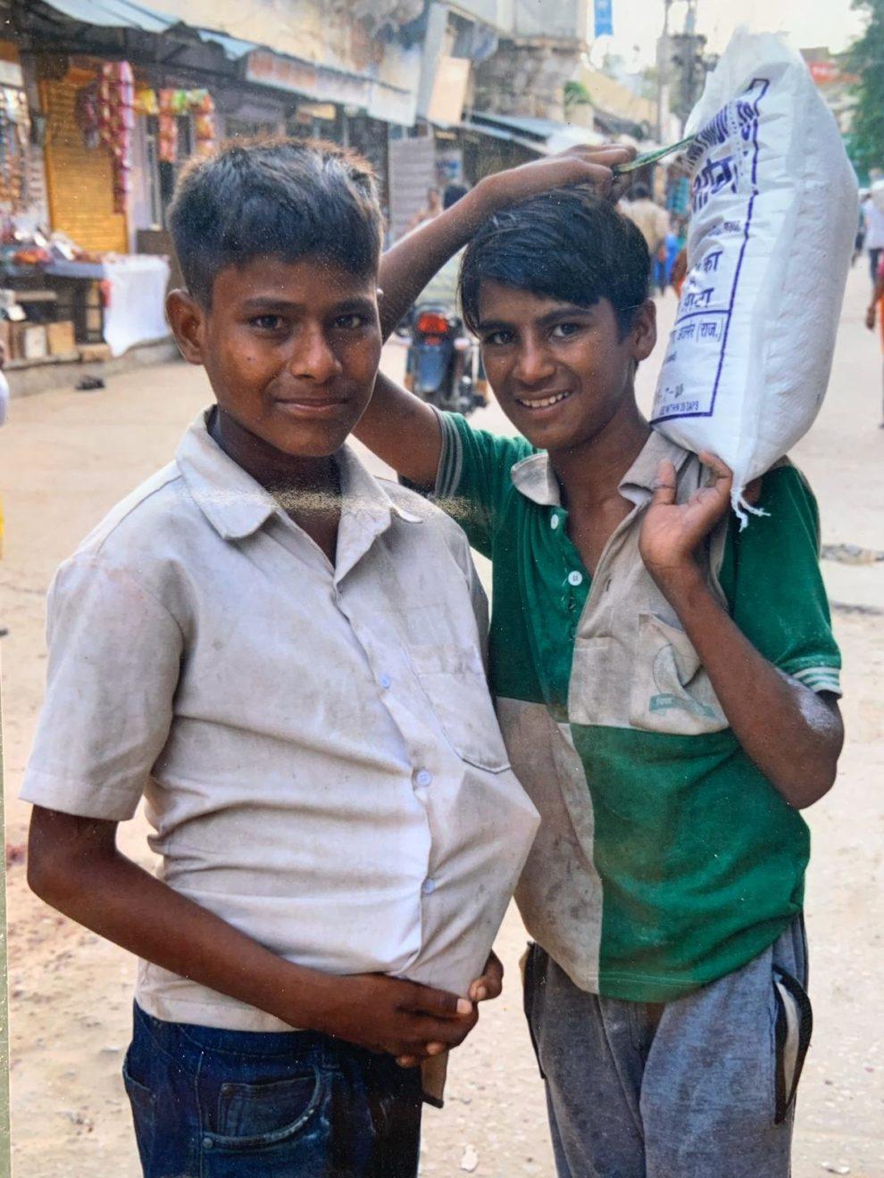 De twee jongens in Pushkar - Jaira Sona Chin - The Blue House Project