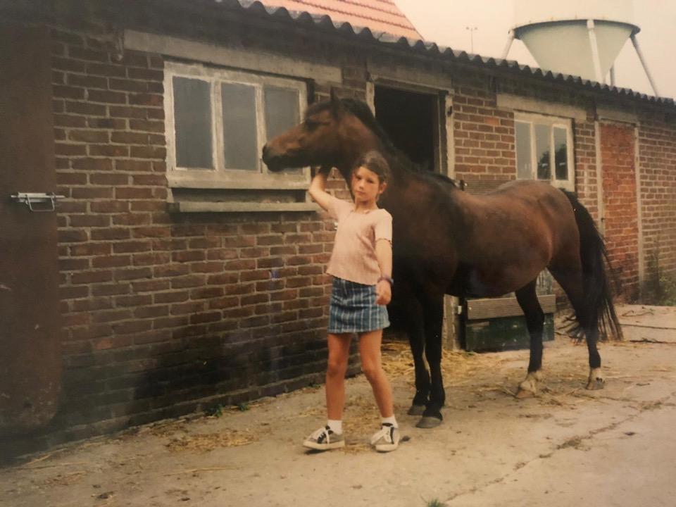 Chloe Sterk met eigen pony - niet geconfronteerd worden met jezelf