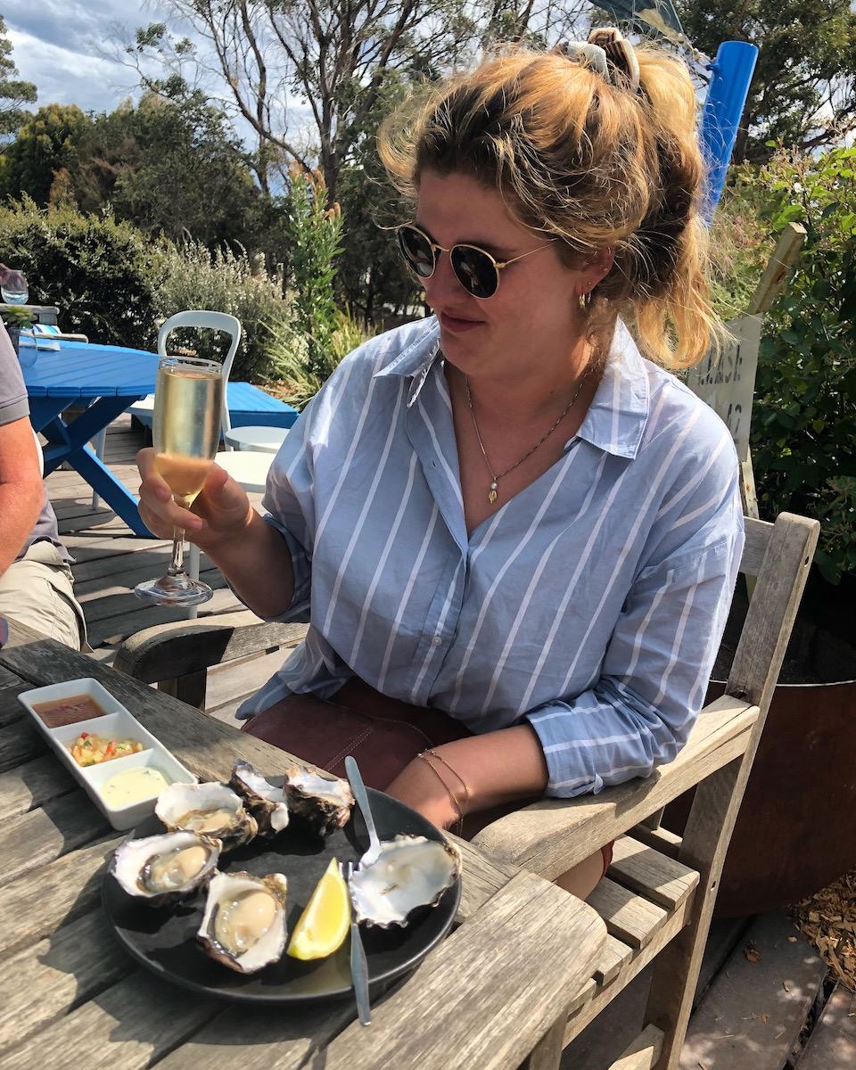 Oesters proeven tijdens een foodtour op Bruny Island