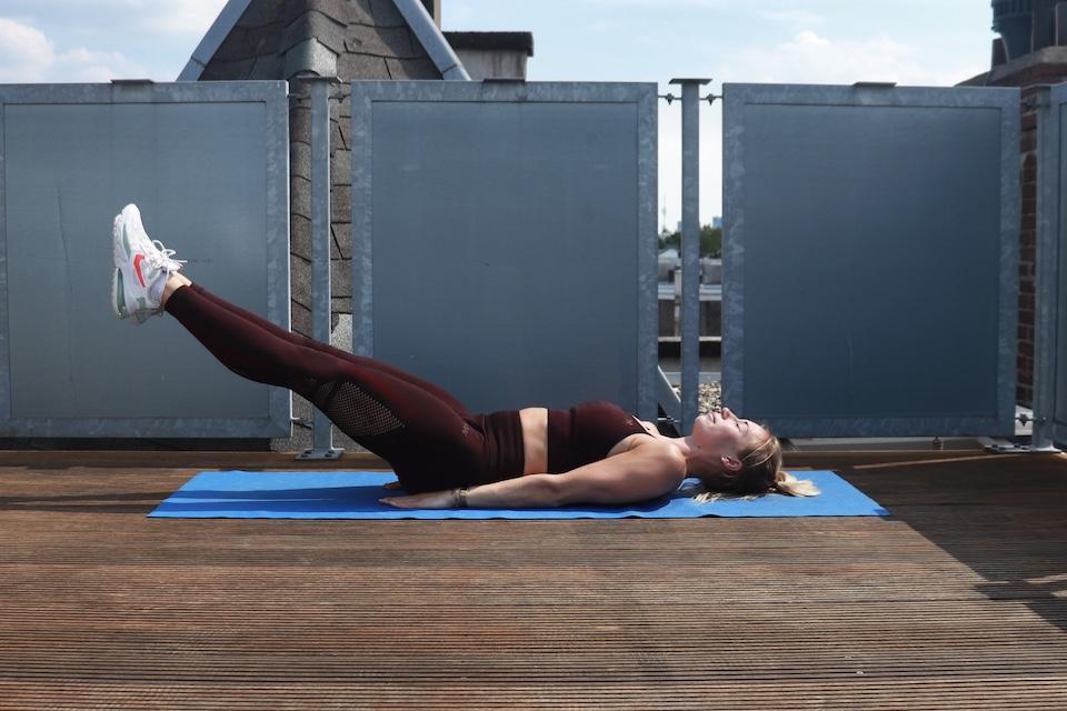 Thuis work-out voor buik - Leg Raises