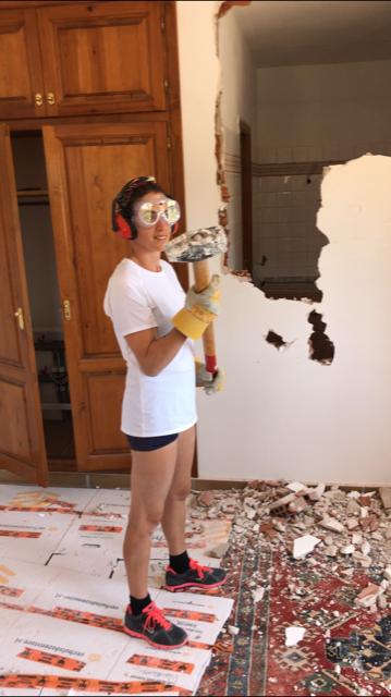 Carlijn Blaauw aan het werk bij casa Alba in Spanje