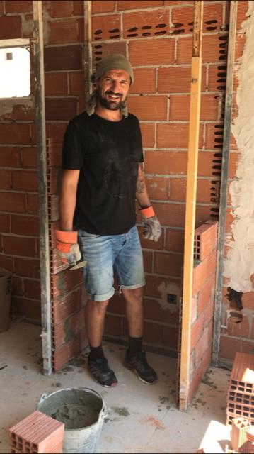 Yasin in het werk bij Casa Alba, verhuizen naar Spanje