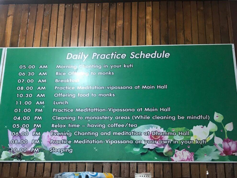 Vipassana retraite dagelijks programma in een stilte klooster in Thailand - meditatie retraite