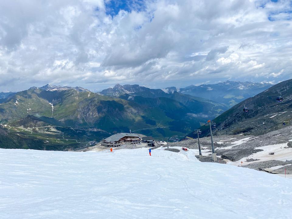 eten en drinken op de Hintertuxer gletsjer in de zomer restaurant Tuxer Fernerhaus