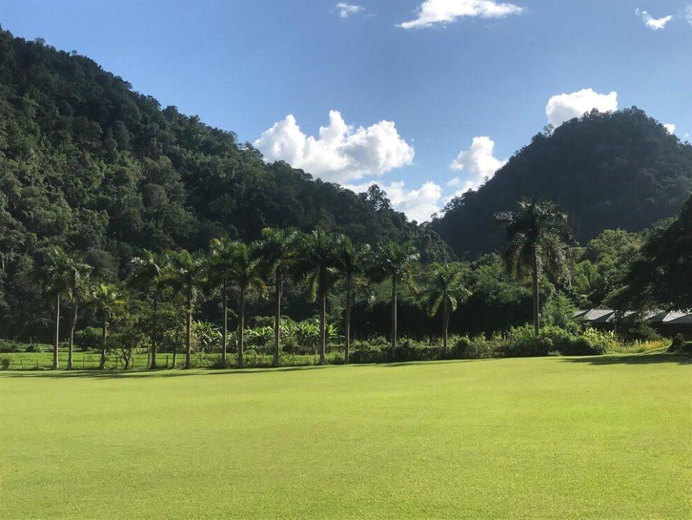 de tuin van het stilte klooster - meditatie retraite in Thailand