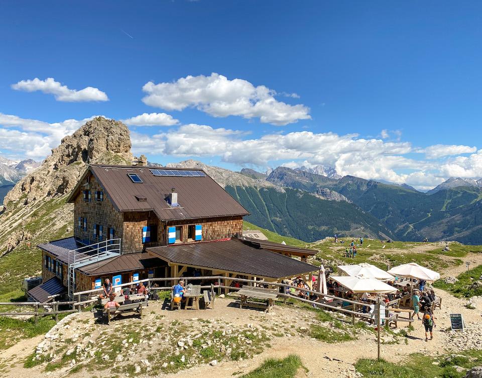 Hut in de Dolomieten Rigugio roda di Vael / Rotwandhütte Val di Fassa