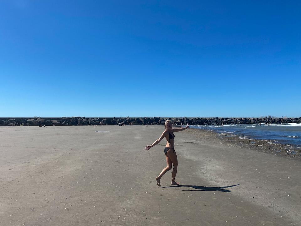 Rust en ruimte op het strand van Noordpier Velzen Noord Wijk Aan Zee