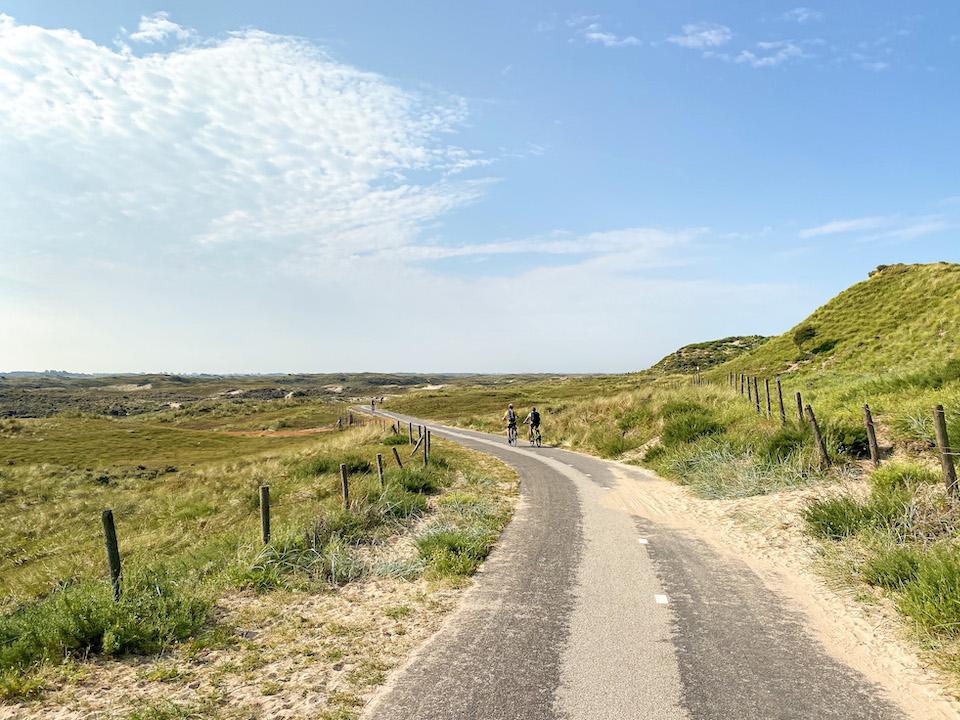 fietsen door de Amsterdamse Waterleidingduinen in Zandvoort aan Zee
