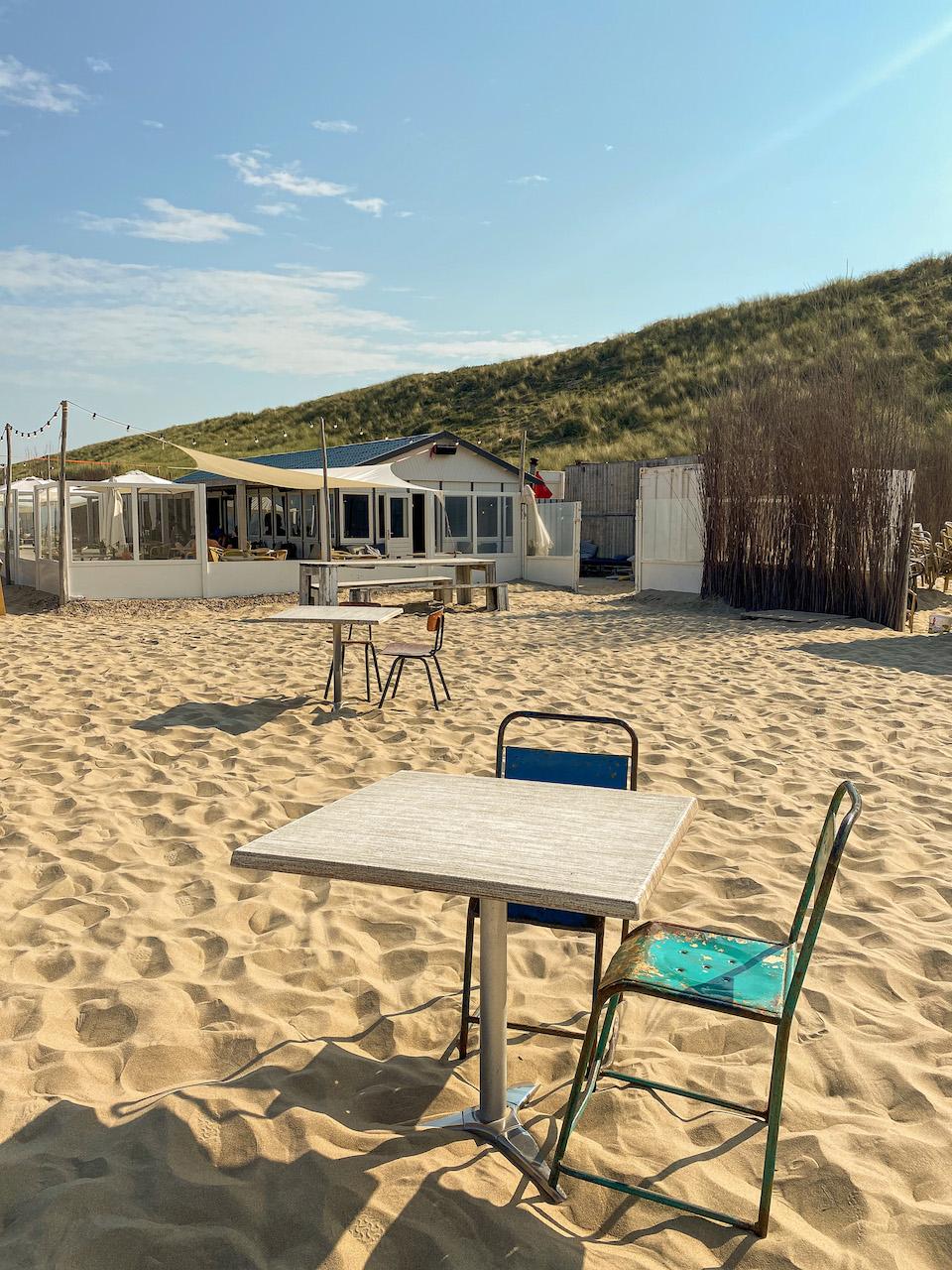 Hippe strandtent in Zandvoort aan Zee