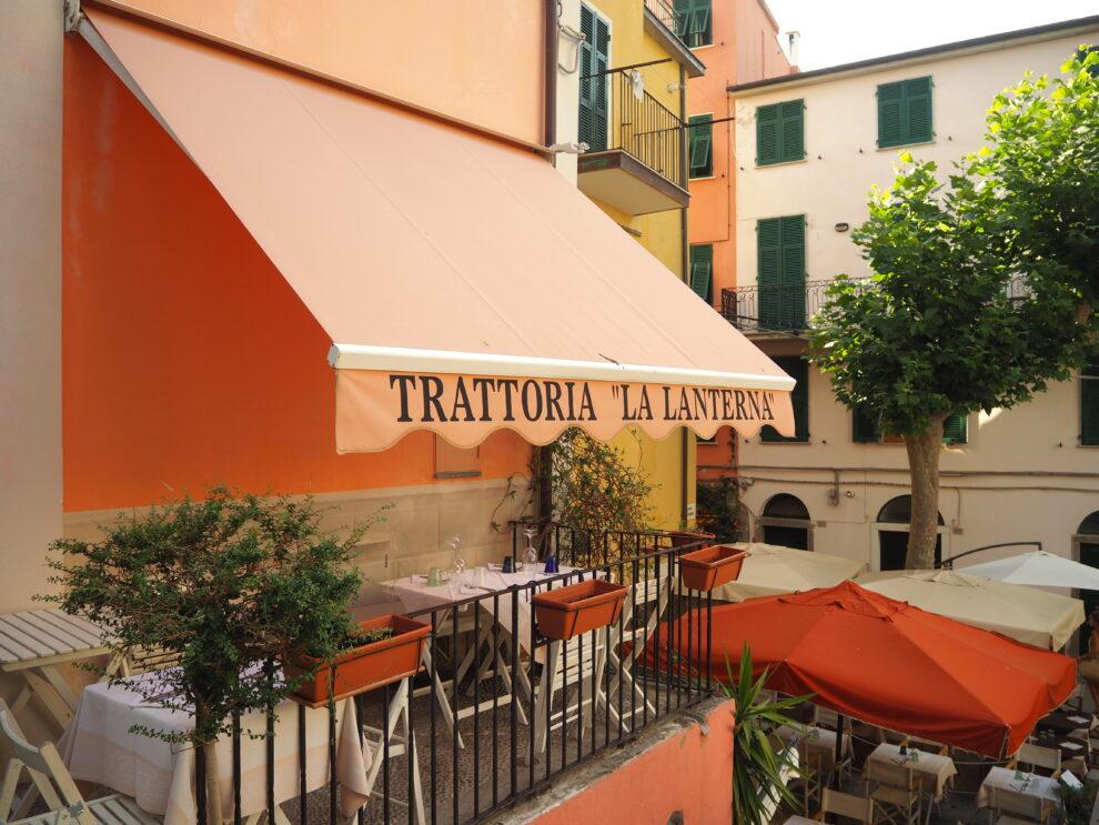 Largo Taragio, het centrale plein van Corniglia Cinque Terre