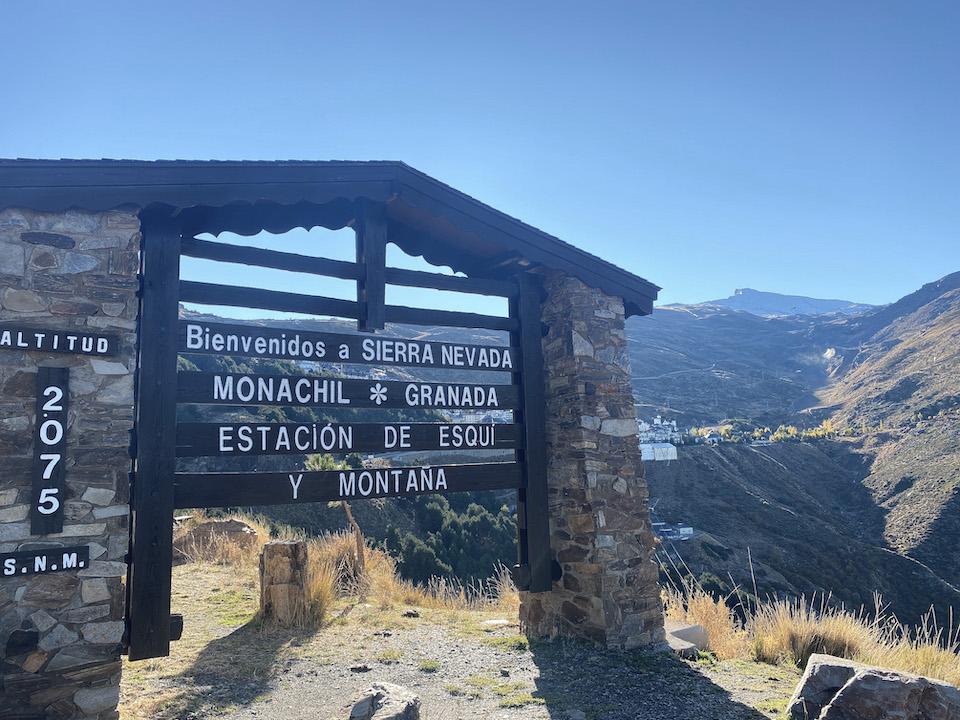Pradollano skidorp Sierra Nevada 2075 meter