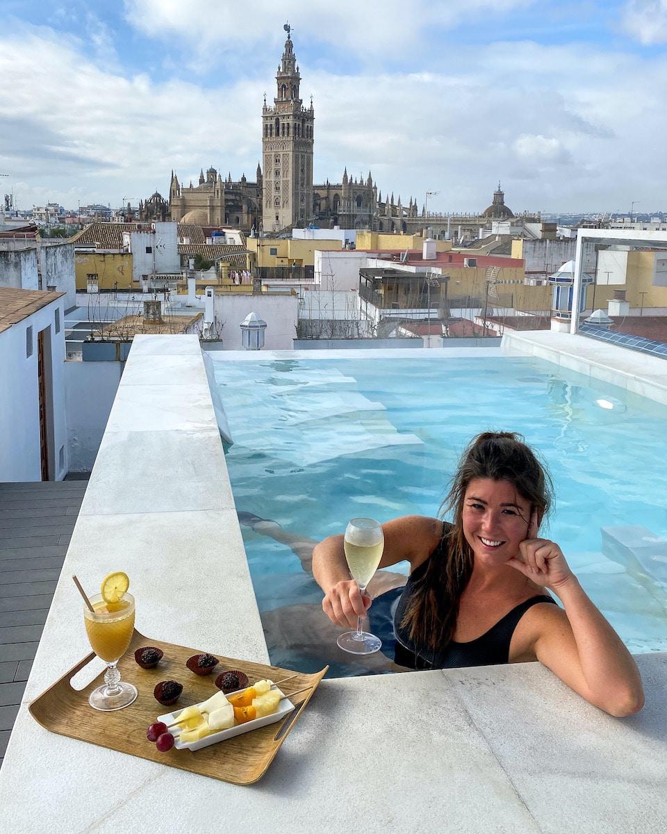 Mooiste zwembad in Sevilla met uitzicht op Giralda city spa