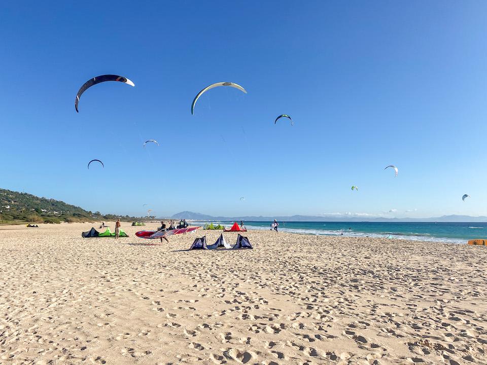 kitesurfen tarifa kitesurf spots Valdevaqueros