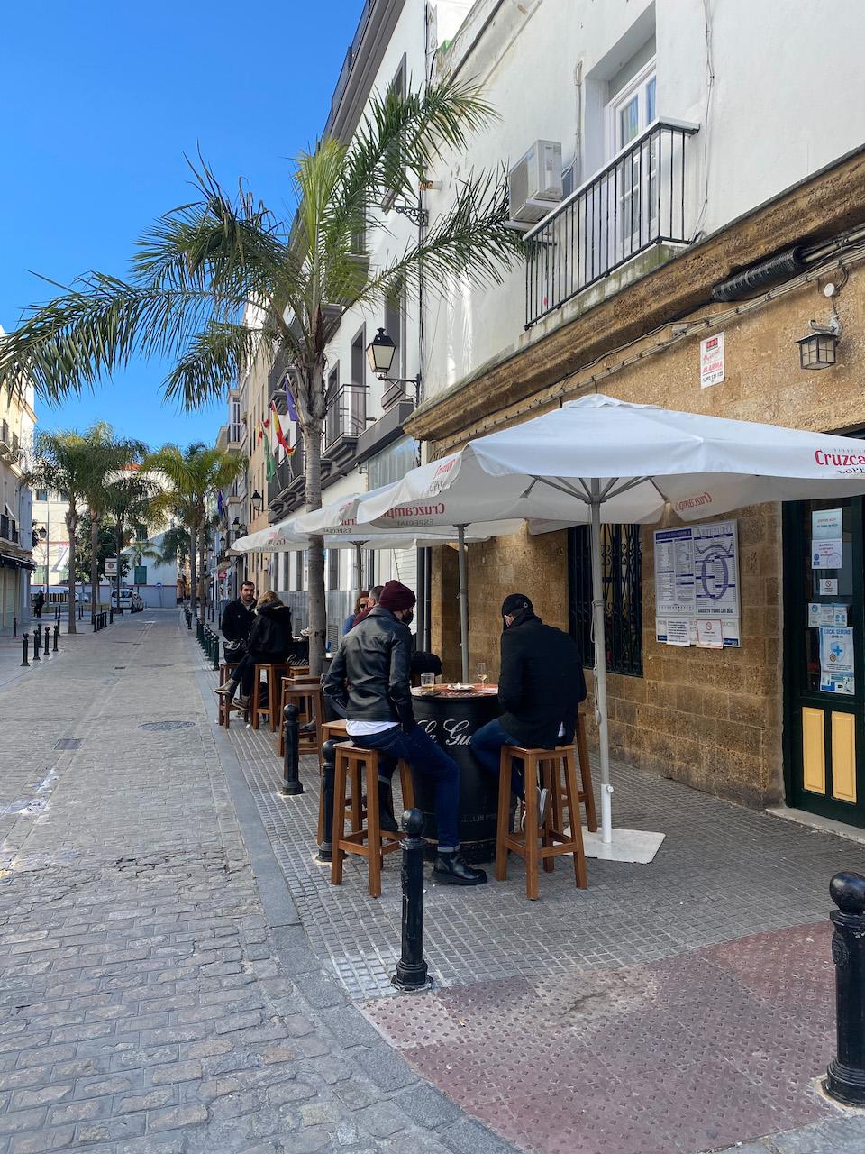 Weekend citytrip Cadiz - Eten en drinken tapas eten La Mentirosa