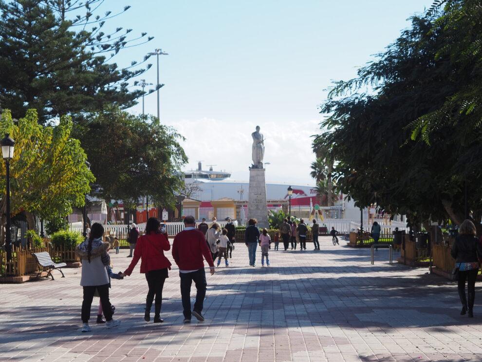 Paseo de la Alameda met standbeeld Gúzman el Bueno
