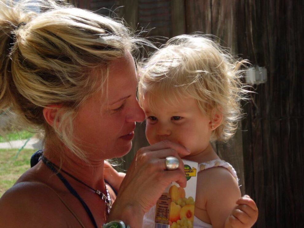 Minouche met dochter in Spanje