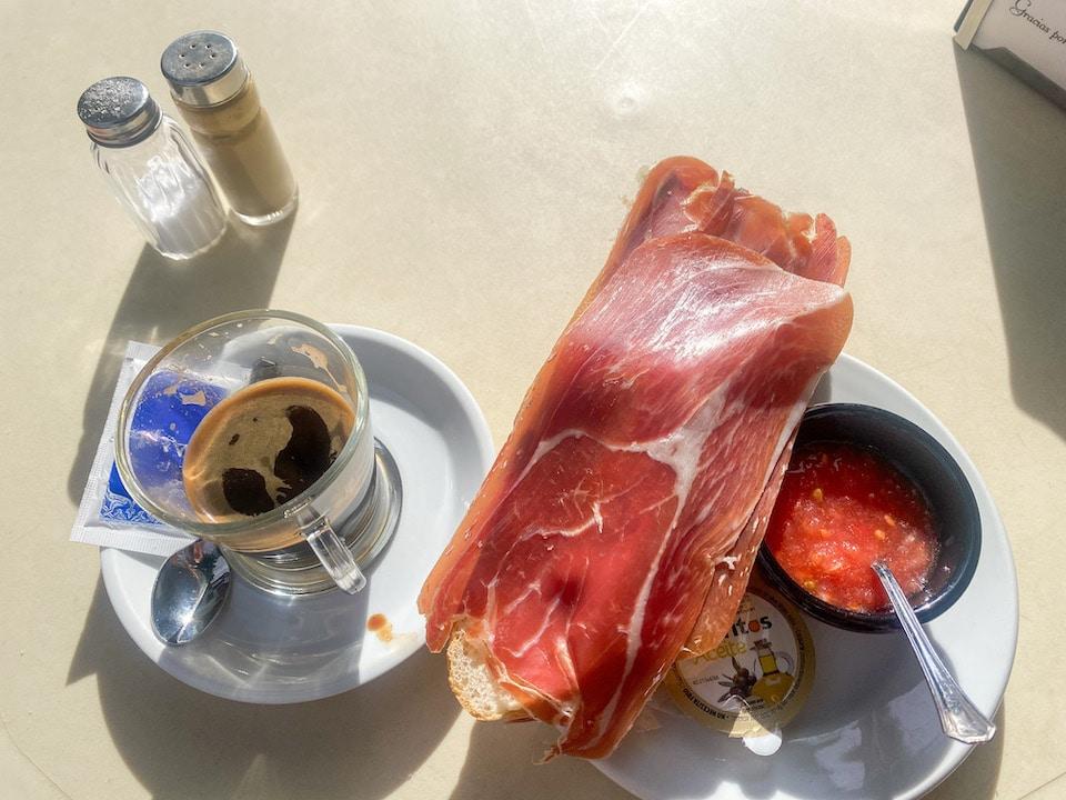 ontbijten en dingen doen in Nigüelas