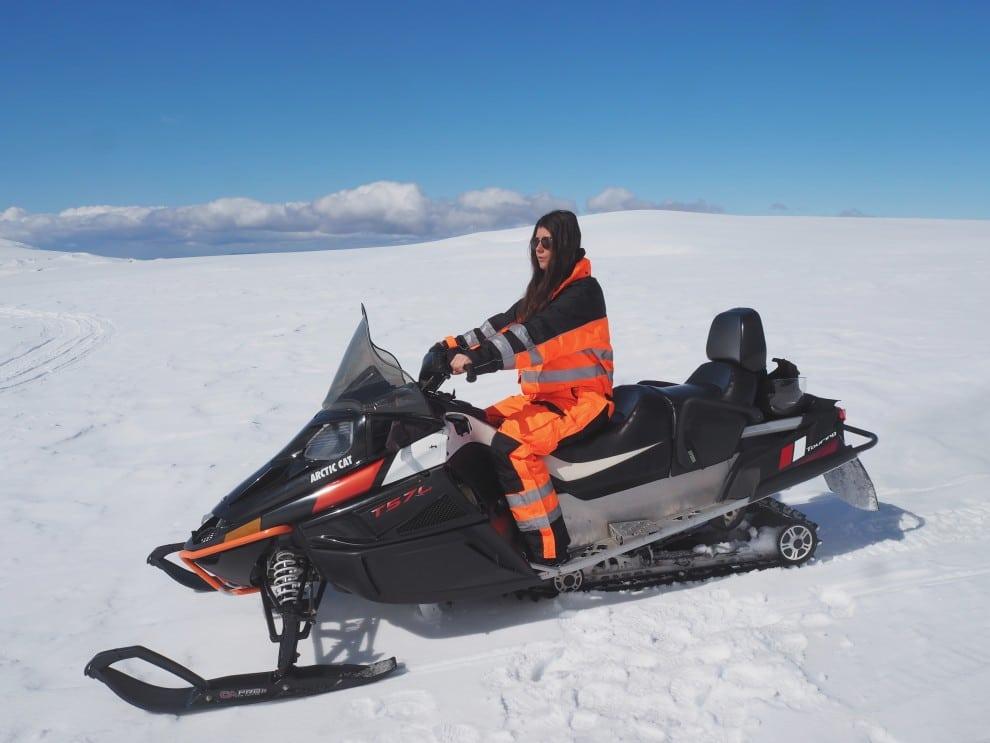 Sneeuwscooter rijden in IJsland