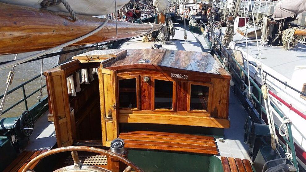 slapen in een boot in Enkhuizen